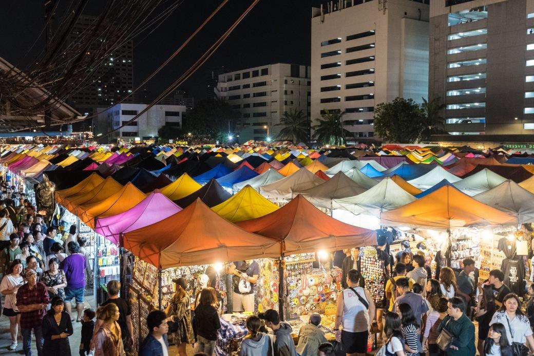 Train Market bankok.jpg